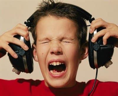 Cómo prevenir daño auditivo en la infancia