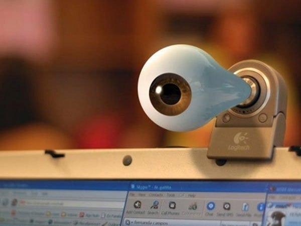 Video: te explicamos cómo pueden intervenir tu webcam (en 100 segundos)