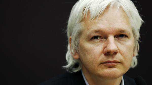 Ecuador avanza en su represión contra Assange