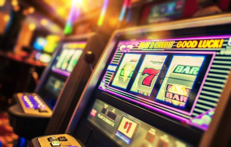 Cómo funcionan las máquinas tragamonedas (y qué chances tenés de ganar)